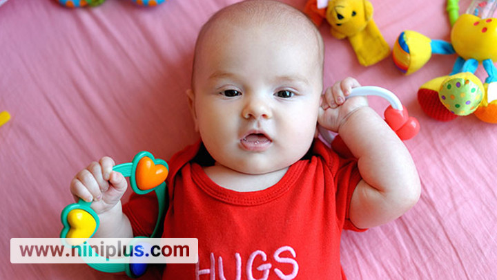اسباب بازی مناسب نوزاد 3 ماهه تا 6 ماهه