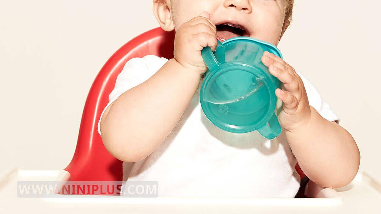 همه چیز درباره خوراندن آب به نوزاد!