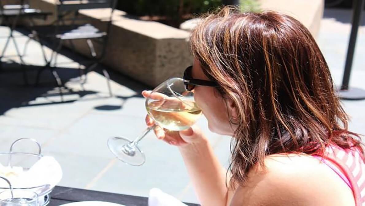 تاثیر منفی نوشیدن الکل بر نسل های آینده زنان باردار نی نی پلاس