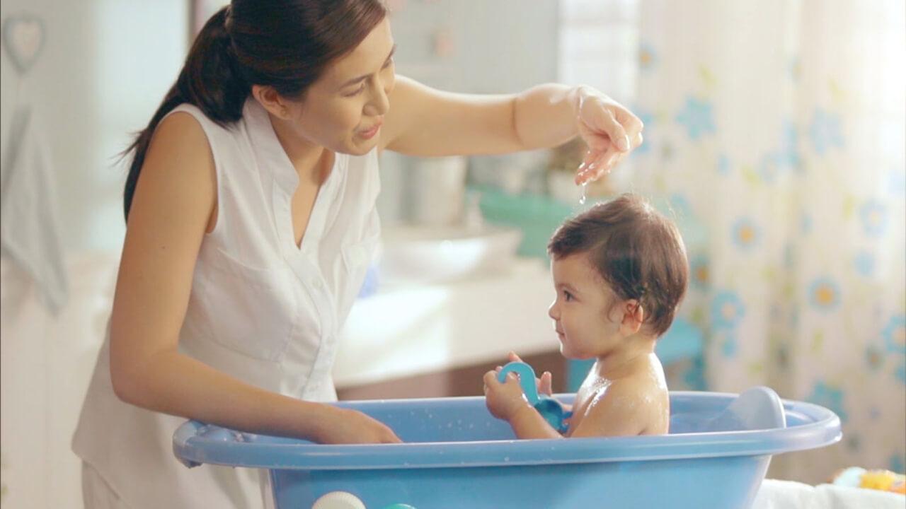 کاهش تب در نوزادان؛ حمام کردن درجه حرارت بدن را کاهش می دهد؟