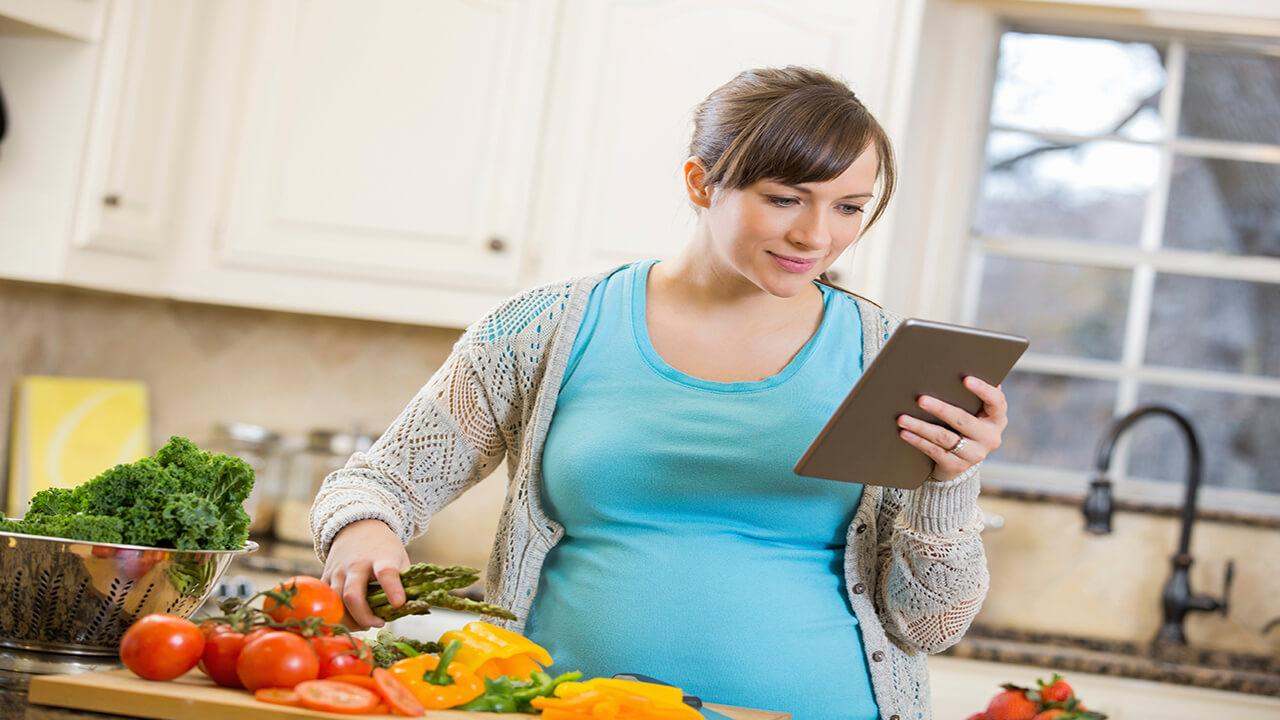 آزمون: در دوران بارداری چگونه غذا بخورم؟