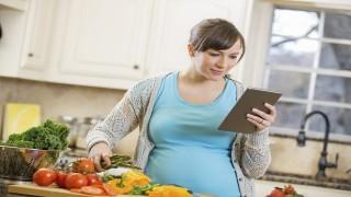 آزمون: در دوران بارداری چگونه غذا بخورم؟ نی نی پلاس
