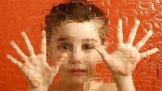 ژن ها، عامل عدم برقراری ارتباط چشمی کودک اوتیسمی  نی نی پلاس