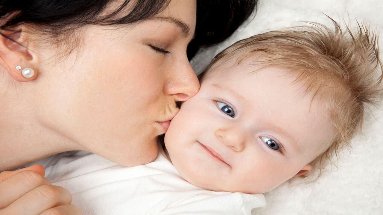 بوسیدن عامل ابتلا نوزاد به مننژیت است؟