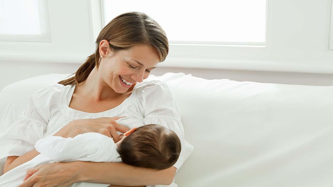 با فواید تغذیه نوزاد با شیر مادر آشنا شوید!