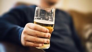 به خطر افتادن سلامت فرزند با نوشیدن الکل توسط پدر نی نی پلاس