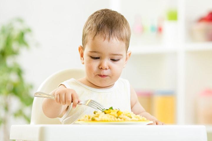 با 10 راهکار ساده نوزاد را عاشق غذای کمکی کنید