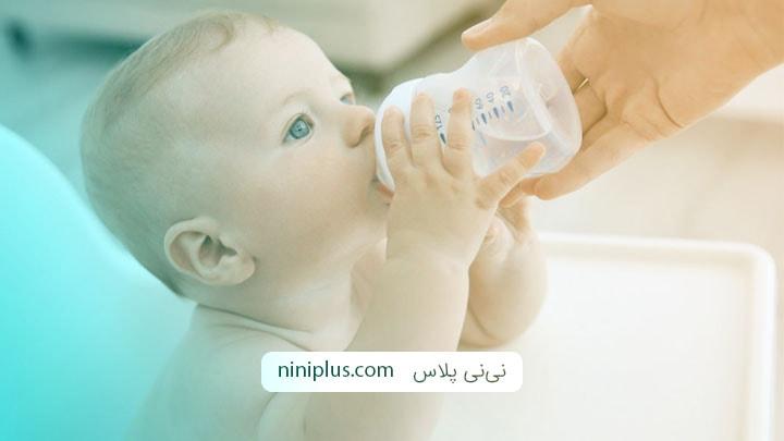 آنچه که در مورد آب دادن به نوزاد باید بدانید