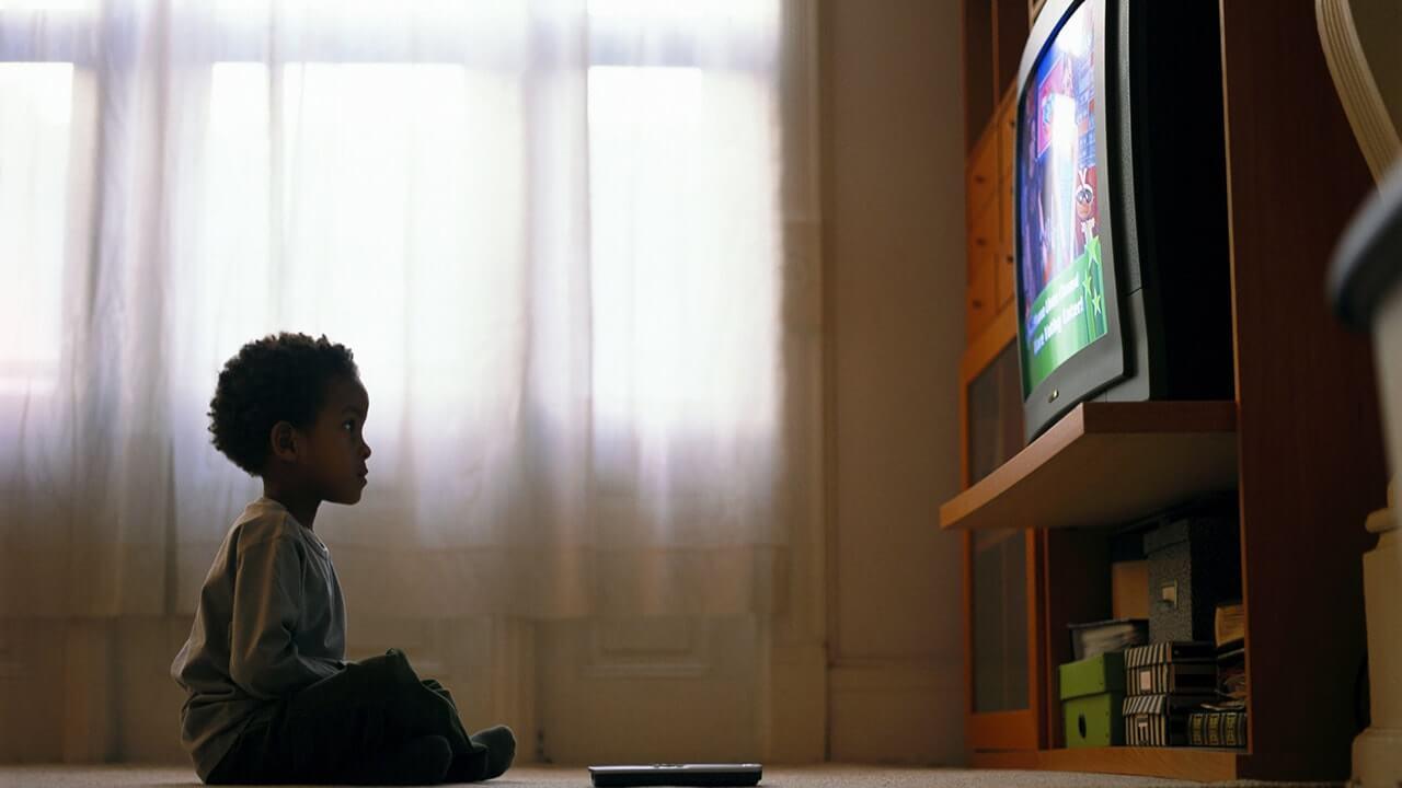 وجود تلویزیون در اتاق خواب، عامل چاقی کودکان