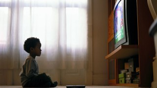 وجود تلویزیون در اتاق خواب، عامل چاقی کودکان نی نی پلاس