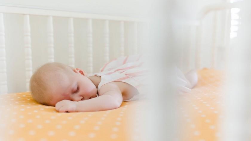 آموزش خوابیدن به نوزاد