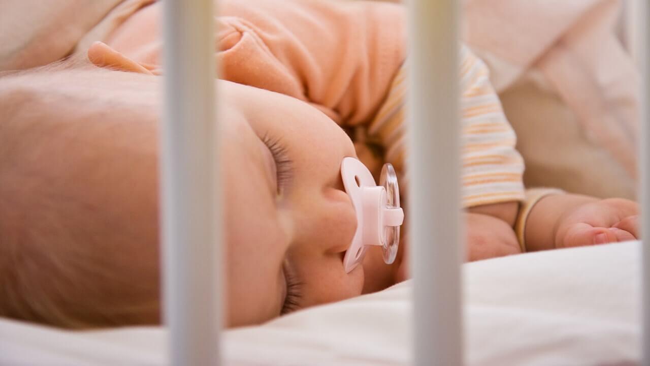 توصیه های ایمنی برای خواباندن نوزاد
