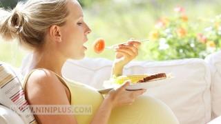 کاهش خطر زایمان زودرس با پیروی کردن از رژیم غذایی سالم  نی نی پلاس