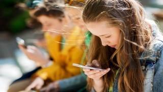 ارتباط تلفن های هوشمند با فعالیت های جنسی نوجوانان نی نی پلاس