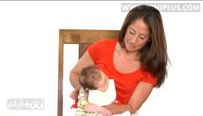 روش های گرفتن آروغ نوزاد