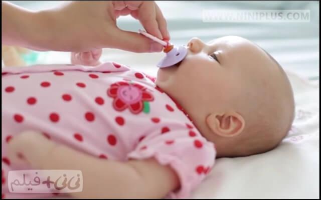 آیا استفاده از پستانک برای نوزاد ضرر دارد؟