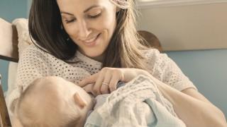 توقف تغذیه نوزادان با شیر مادر در دو ماهگی نی نی پلاس
