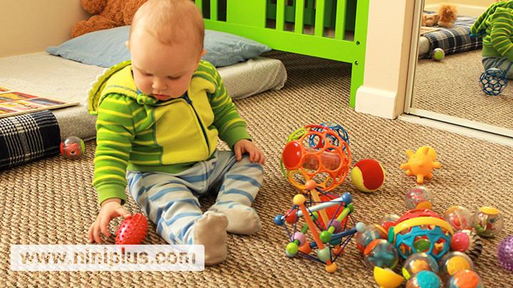اسباب بازی مناسب نوزاد 9 ماهه تا 12 ماهه