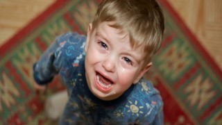 خود آزاری کودک طبیعی است؟ نی نی پلاس