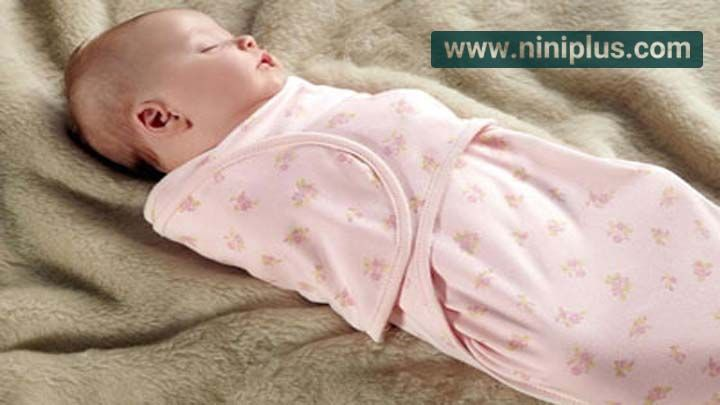 آیا قنداق کردن نوزاد اشکالی دارد؟
