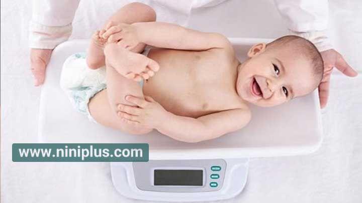 وزن گیری و تغذیه ی نوزاد ؛ راهنمای ماه به ماه