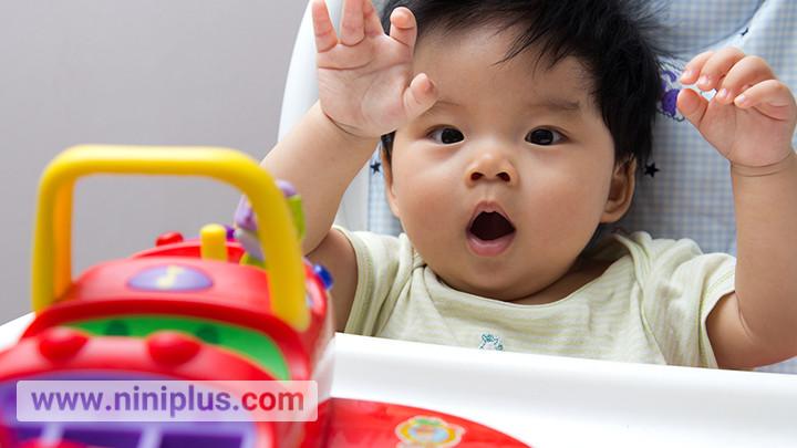 اسباب بازی مناسب نوزاد 6 ماهه تا 9 ماهه