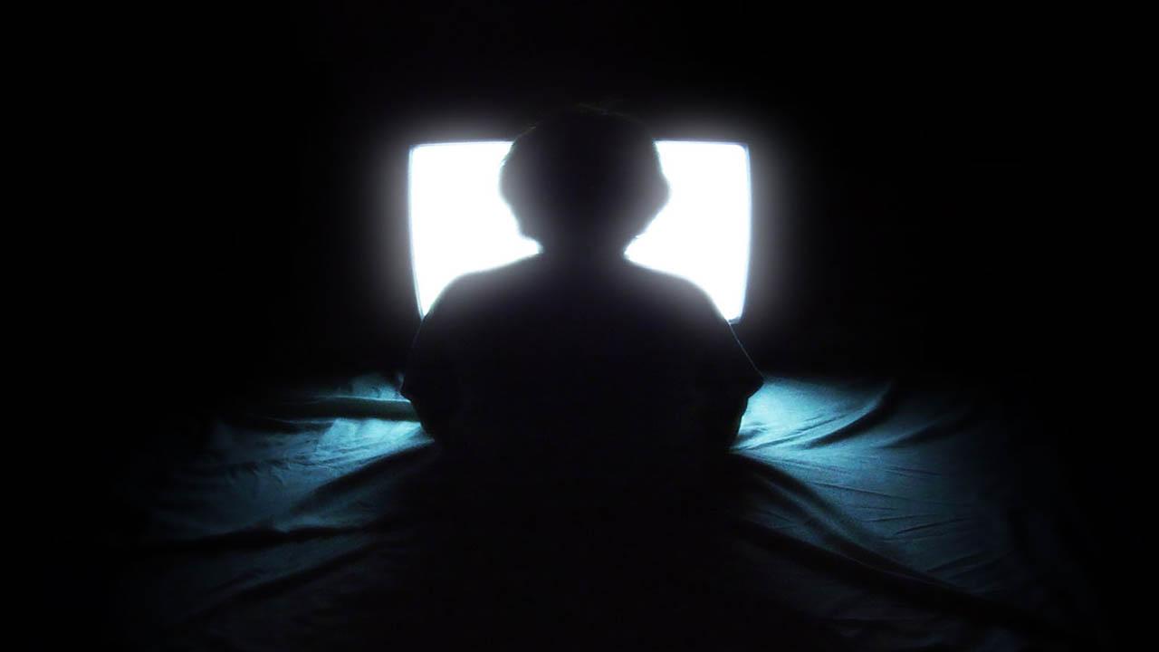 خواب شبانه را فدای تلویزیون نکنید!