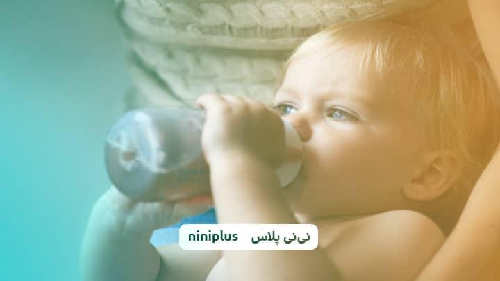 نحوه عادت دادن نوزاد به شیشه شیر چگونه است؟