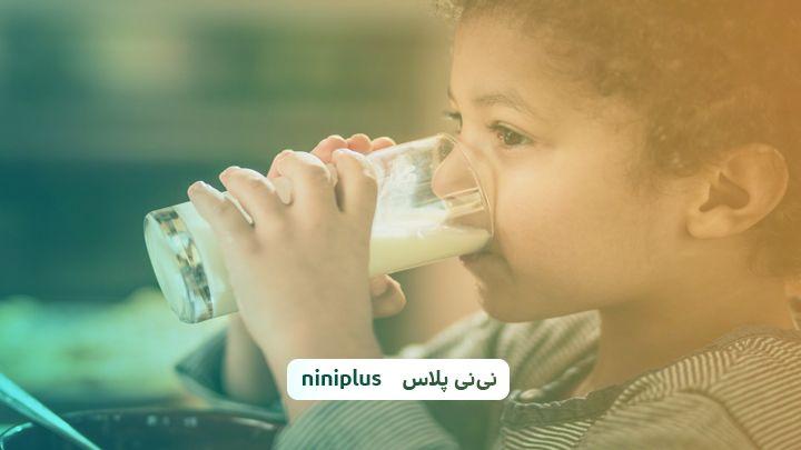 چه نوع شیری به کودکان بدهیم واهمیت شیر برای کودکان چیست؟