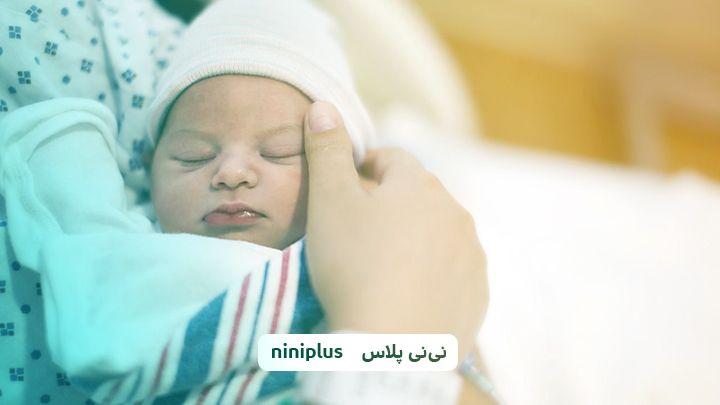 کم کاری تیروئید در نوزادان چه علائمی دارد؟ چگونه درمان میشود
