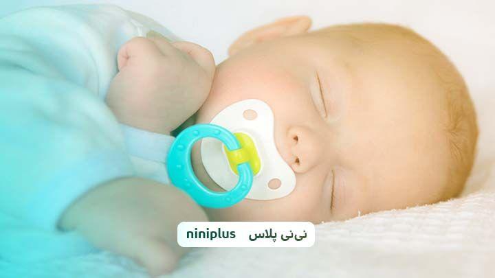 آیا به نوزاد پستانک بدهیم ،مزایا و معایب مکیدن پستانک چیست؟