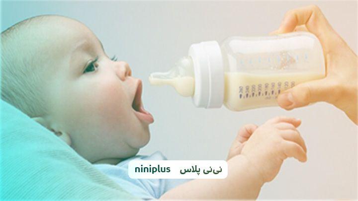 چه موقع باید نوزاد را با شیشه شیر آشنا کرد؟